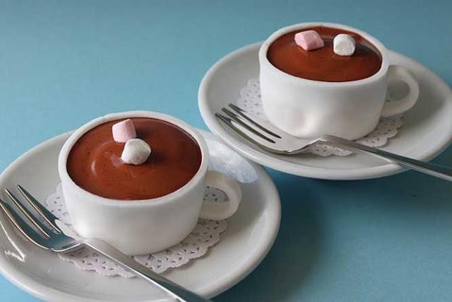 tazza-di-cioccolata-calda-con-marshmallows-cupcakes