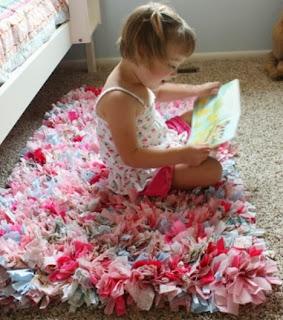 http://madredemialma.com/2012/10/alfombra-de-trapillo/