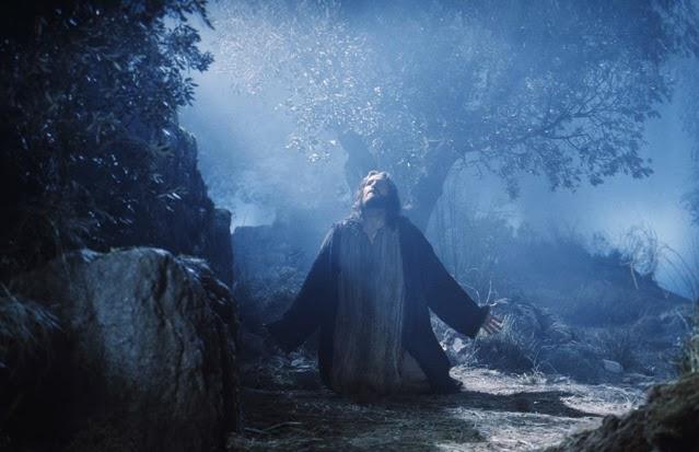 Jesus estava muito angustiado e prostrado clamou ao Pai