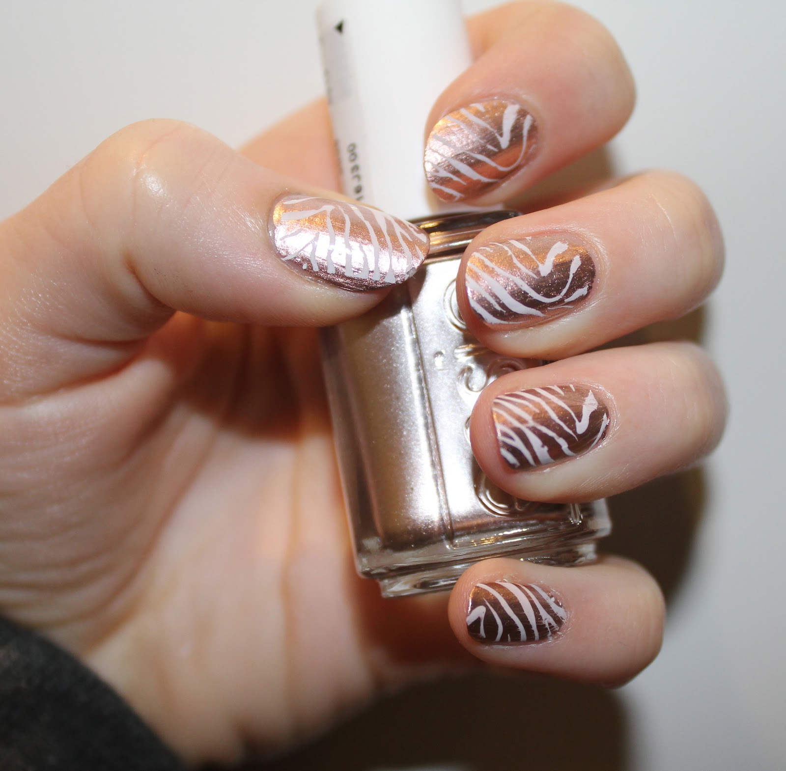 Passion For Makeup: Nail Of The Day - Rose Gold Zebra