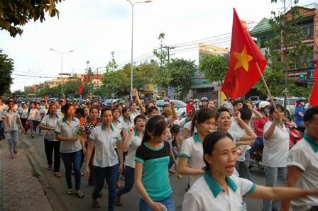 Công nhân ở Bình Dương xuống đường biểu tình