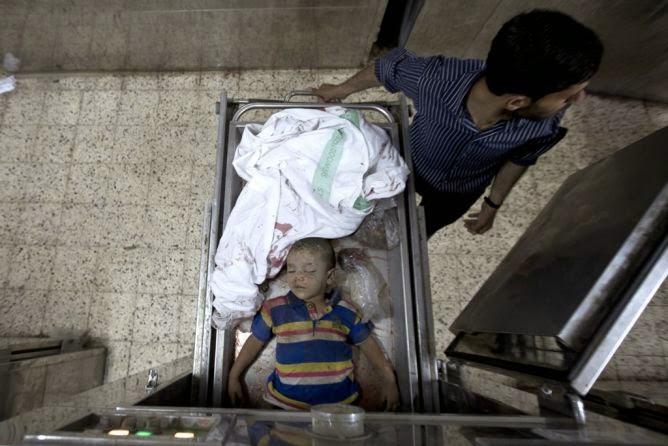 Criança palestina morta pelos bombardeirios israelenses