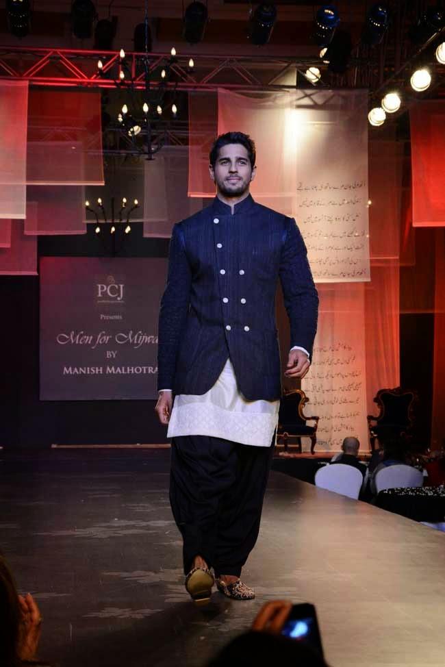 Sidharth Malhotra at Men for Mijwan charity fashion show