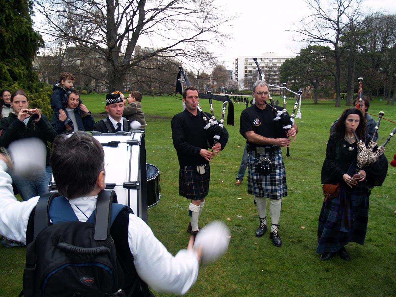 Mackeller bagpipes un pipe band paris hommage la maison du kilt tartan day 2005 et 2006 - La maison du kilt ...