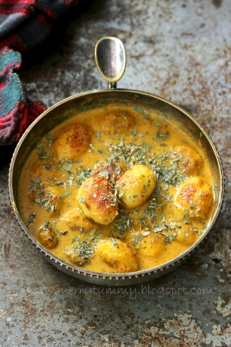 Merry tummy punjabi dum aloo baby potatoes in rich tomato gravy a non indian friend who follows my blog and loves my cooking always asks dont you get bored of indian cooking rolling rotis and making curries every day forumfinder Image collections