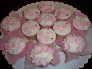 engaged cupcake