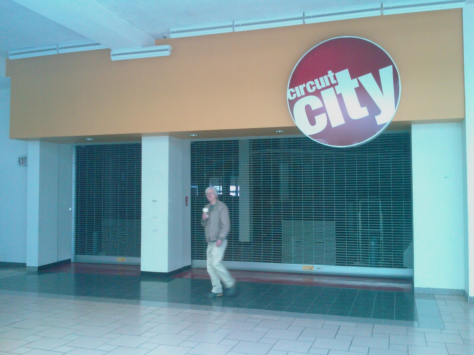 Dead And Dying Retail Circuit City Inside Carousel Center Mall In