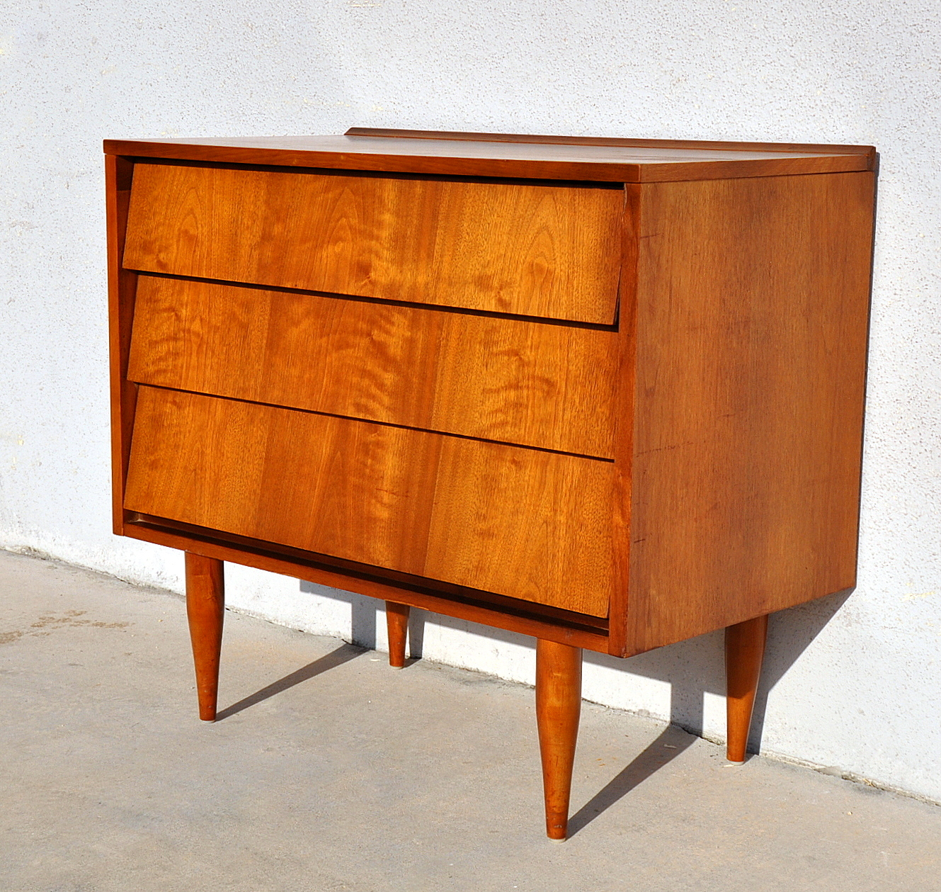Select modern for Contemporary dressers and nightstands
