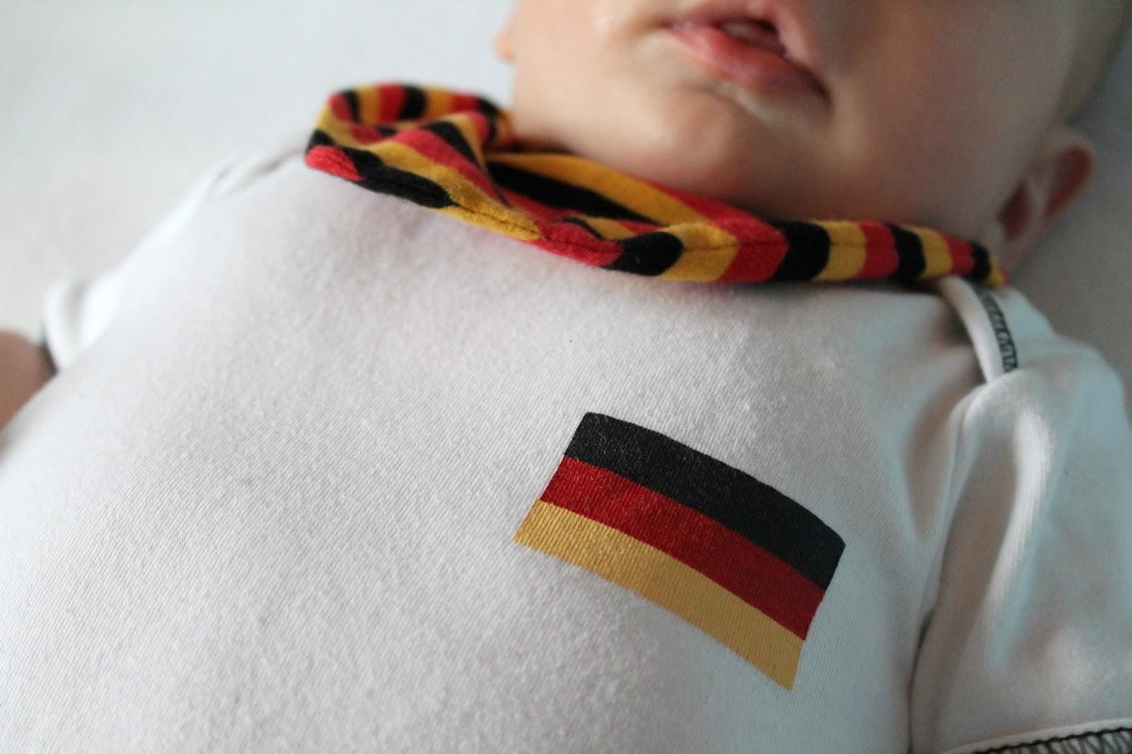 WM Body Baby Halstuch Schwarz-Rot-Gold