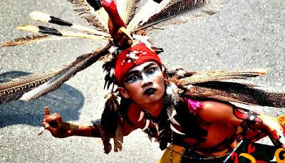 http://2.bp.blogspot.com/-iIC1W8MHADk/UlyulmHSYSI/AAAAAAAABpg/Czo77G7qN7c/s1600/130428220235-indonesia-dayak-festival-horizontal-gallery.jpg