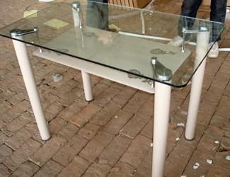 Стеклянные столы или столы для кухни