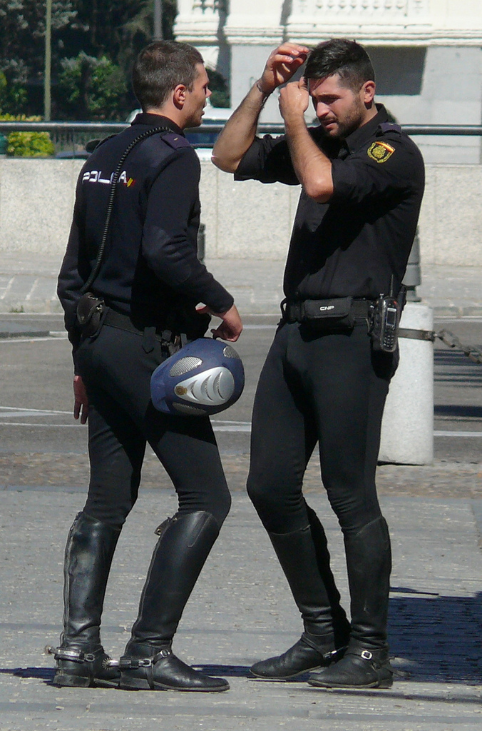Men in spandex lycra tight policiais e militares gostosos