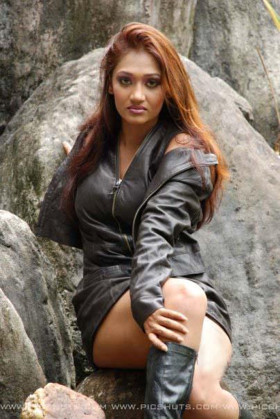 Upeksha swarnamali latest hot photos