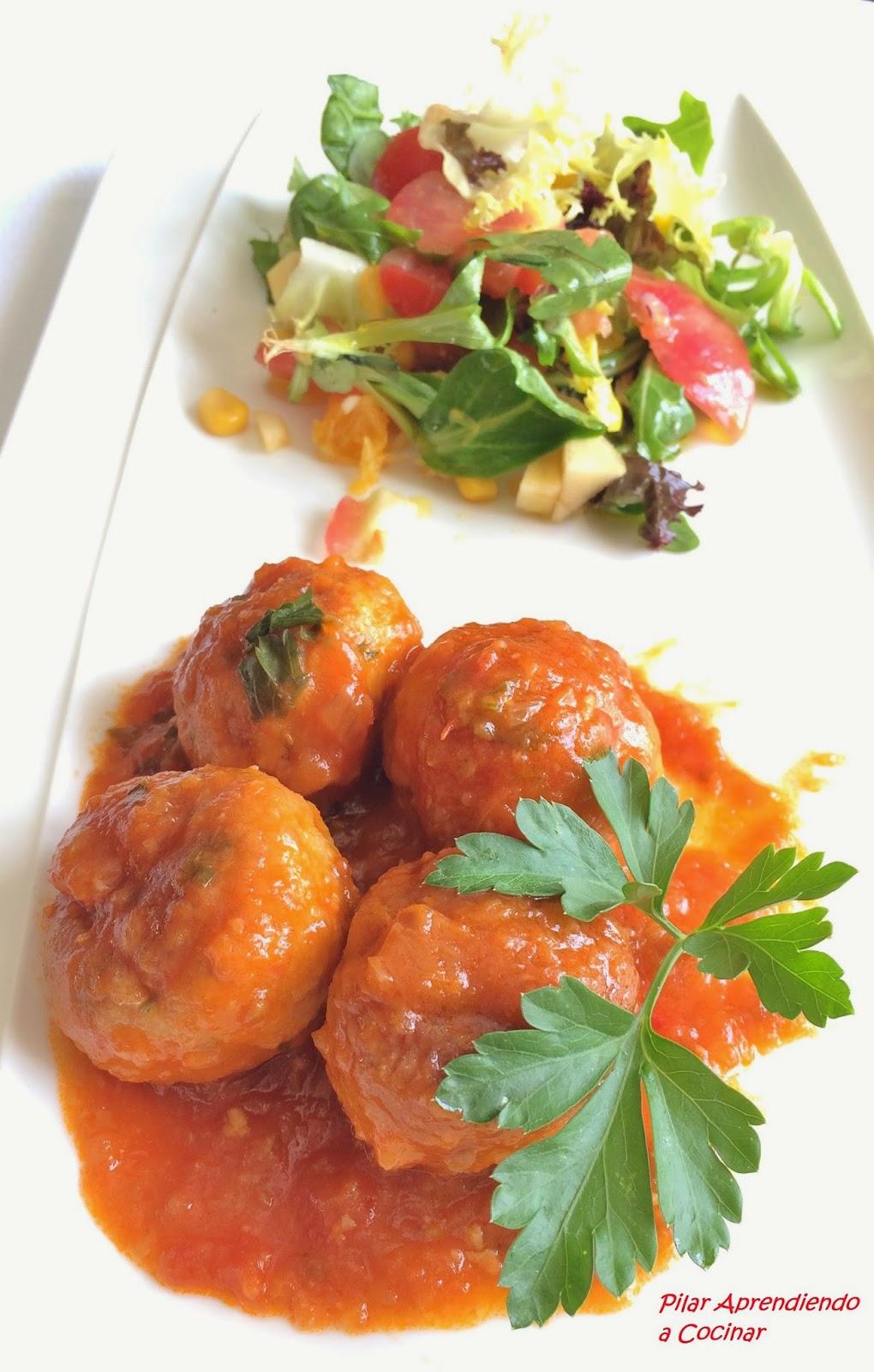 Aprendiendo a cocinar alb ndigas de merluza y gambas en salsa de tomate frito casero - Cocinar merluza en salsa ...
