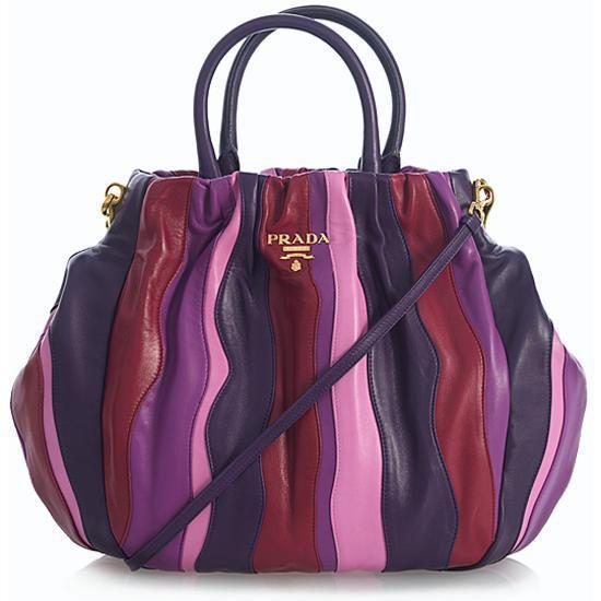 A női táska mindig is igazodott az öltözékhez c7597953f0