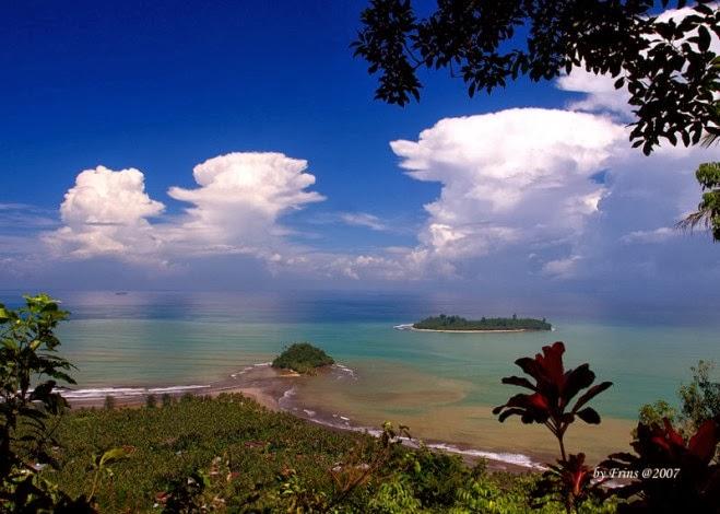 Pantai air manis padang-samudra hindia