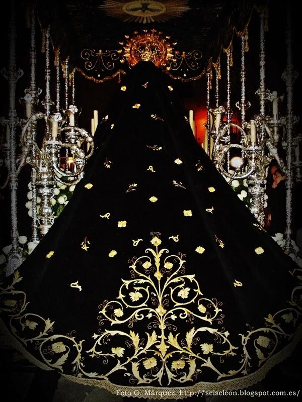 Manto de Nuestra Señora de la Soledad. Cofradía de Nuestra Señora de las Angustias y Soledad. León. Foto G. Márquez.