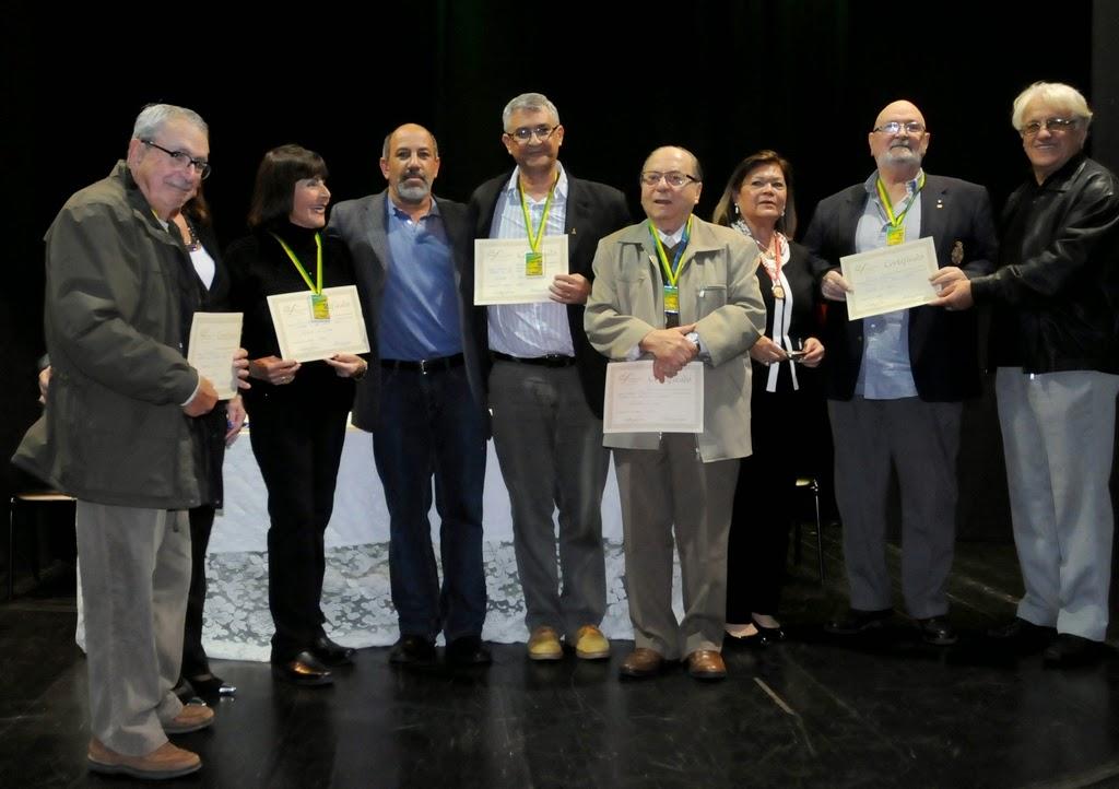 Arnaldo Almeida, Edith Sidi e Delmo Ferreira, com os vencedores (1º lugar) da mostra comemorativa de aniversário da Soarte