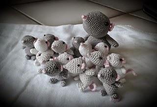Amigurumi Mouse Pattern Crochet : 2000 free amigurumi patterns: mouse family