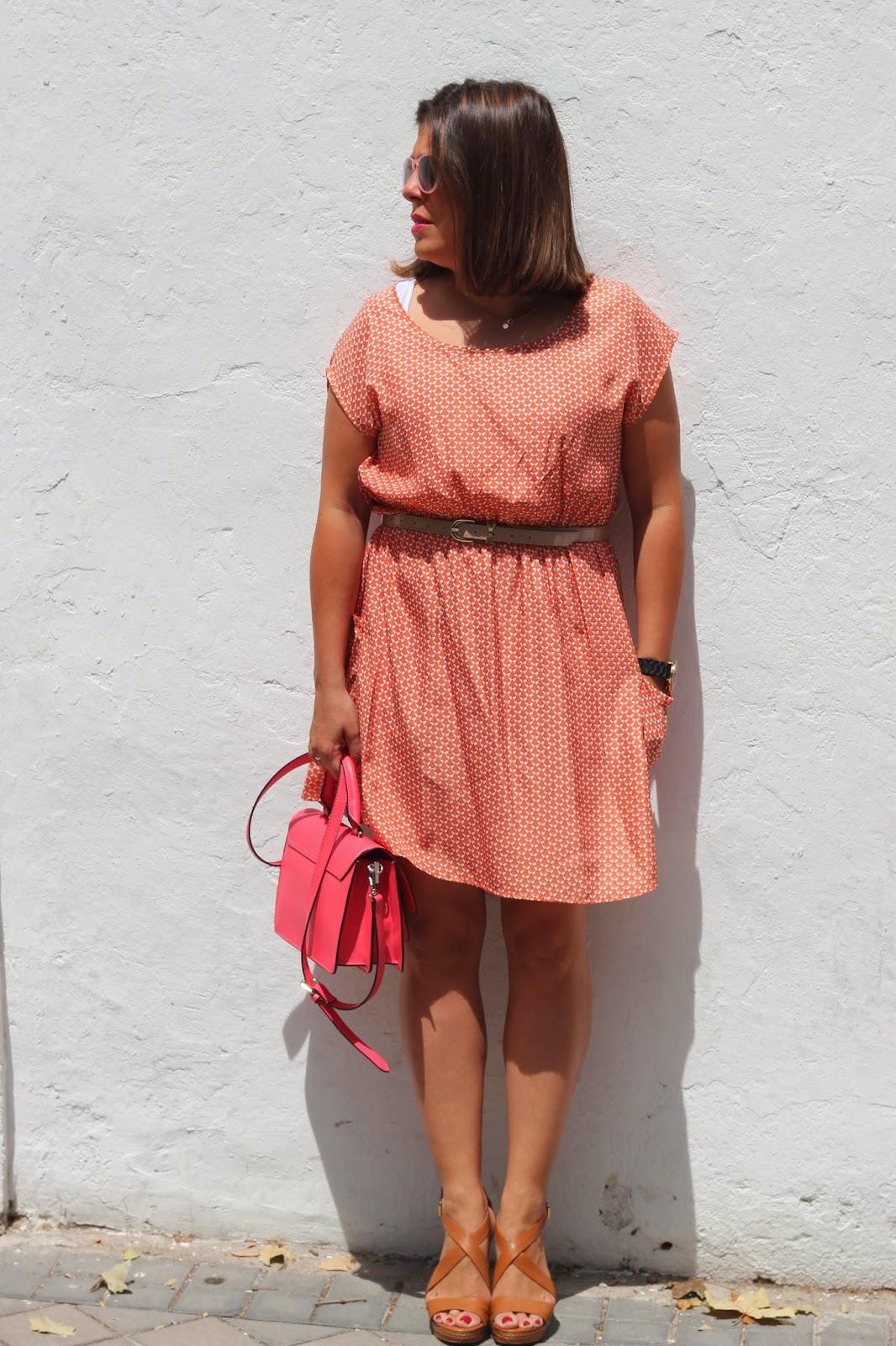 photo-look-street-style-coral-renatta-vestido-lazos-bolso_coral_zara