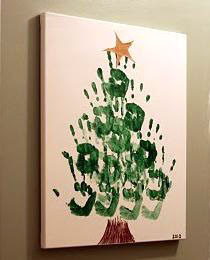 árvore de natal criativa com mãos e tinta