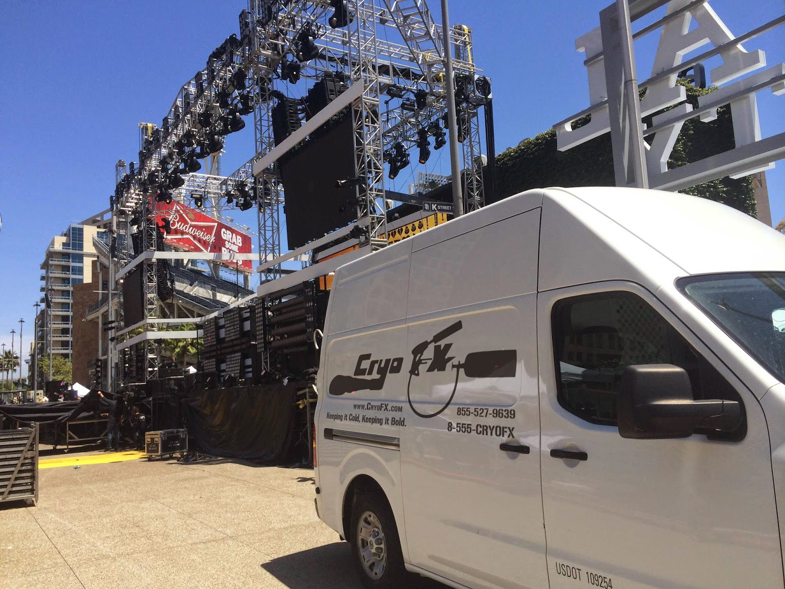 CryoFX setting up Co2 Jets for MTV Fandom Awards 2014