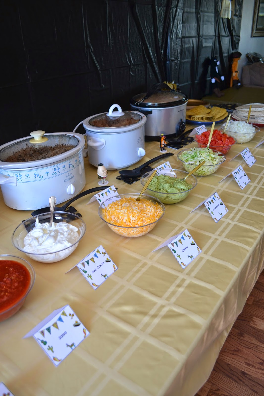 Diy taco bar party table tents free printables for Food bar ideas for a party