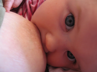 breastfeeding advantages over bottles