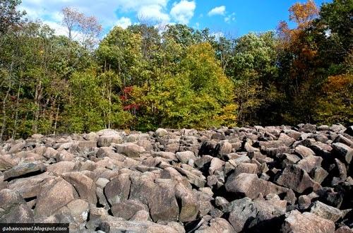 Aneh Batu batuan Pelik di Ringing Rocks Park Pottstown Menghasilkan Irama Apabila Diketuk