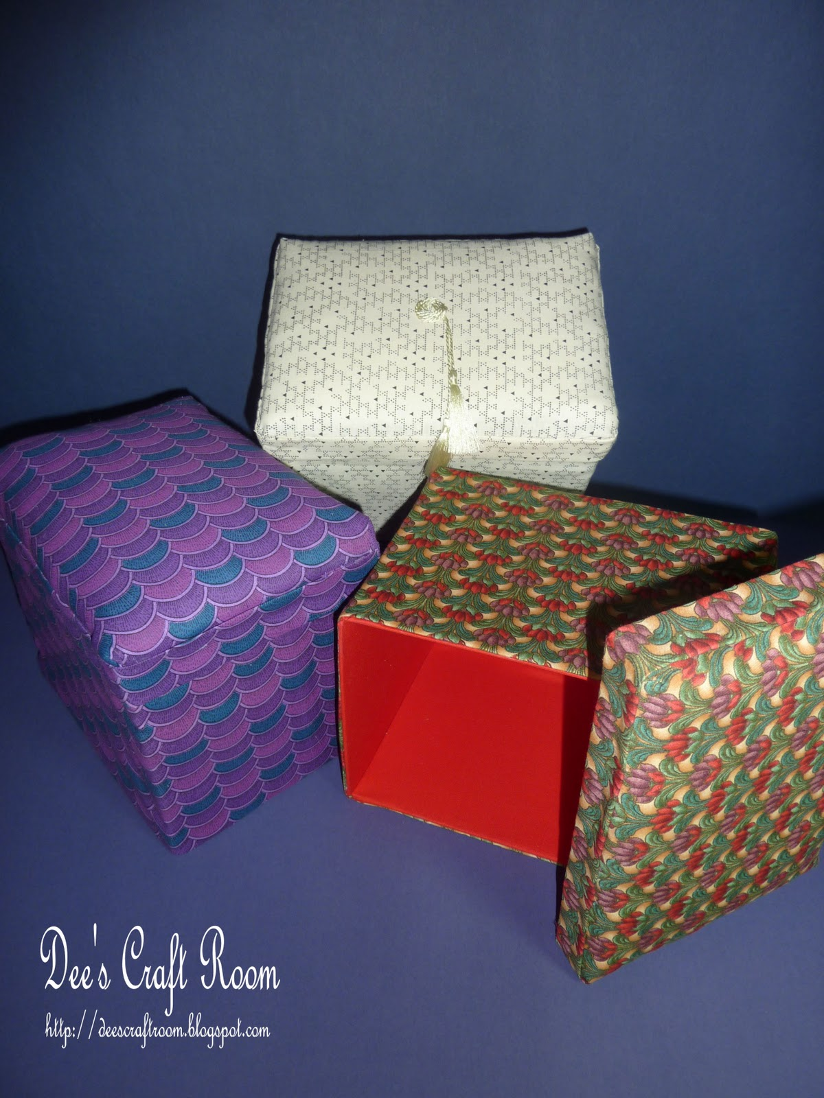 Dee 39 s craft room off the page hand made fabric covered box for Fabric covered boxes craft