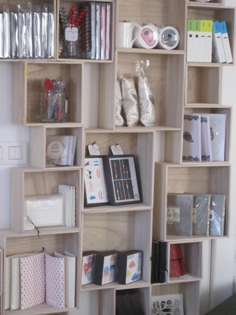 Delipapel estanterias con cajas en gran via 3 vigo - Estanterias con cajas ...