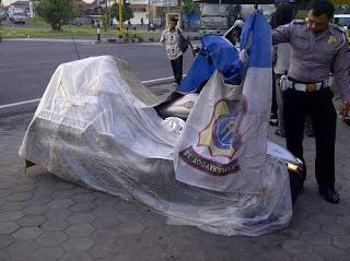 tabrak moge dengan mobil jenazah
