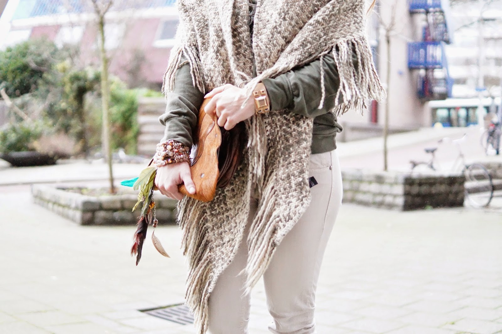 http://giientjeee.blogspot.nl/2015/01/wearing-my-big-poncho-scarf-today.html#more