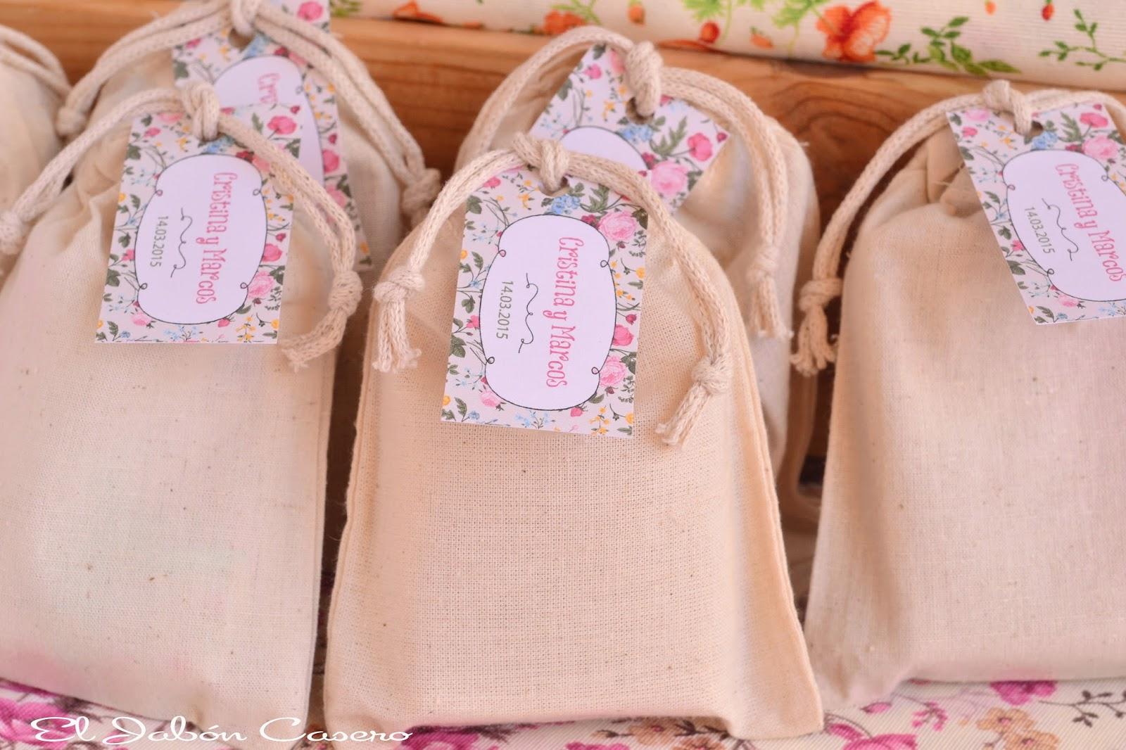 regalos personalizados invitados bolsitas con jabones caseros