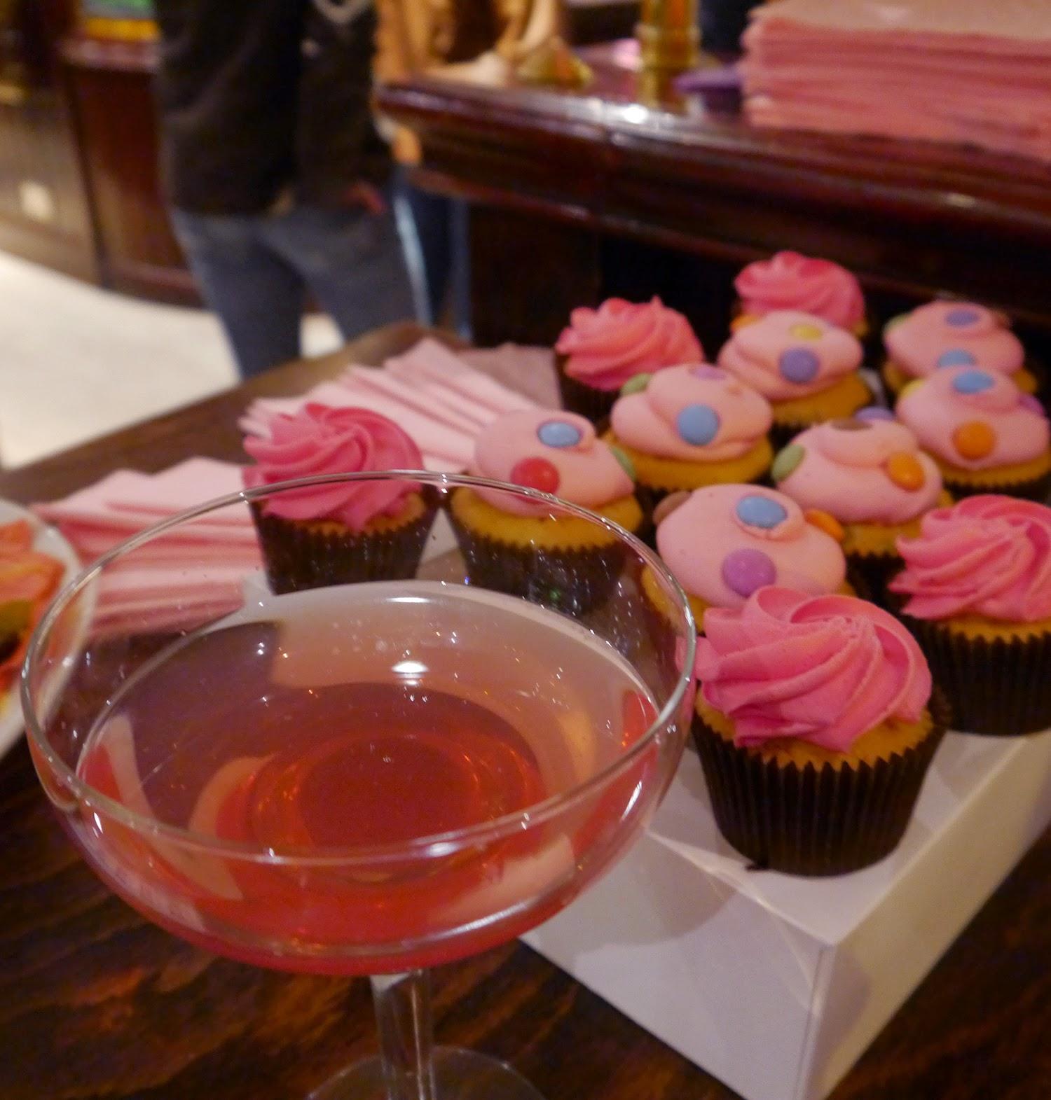 Hard Rock Cafe, Hard Rock Edinburgh, Blogger Event, Scottish Bloggers, Edinburgh bloggers, pinktober, #pinktober, Cupcakes, Bibi's bakery, pink cupcakes, cocktail