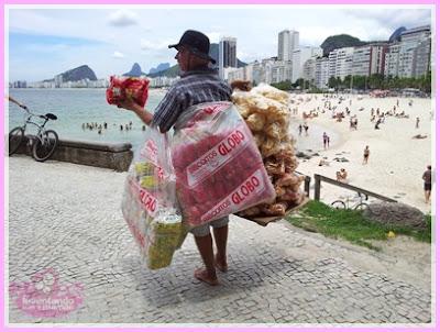 Vendedor de biscoito O Globo nas praias do Rio