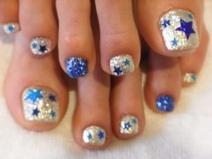 Little Girl Nail Design Ideas custom nail art girls spa party flag motif This Summer A Little Bit Of Glamor Cant Do Any Harm So Dare To Go Bolder And Add A Bit Of Bling To Your Pedi By Going All Glitter With Your Nails