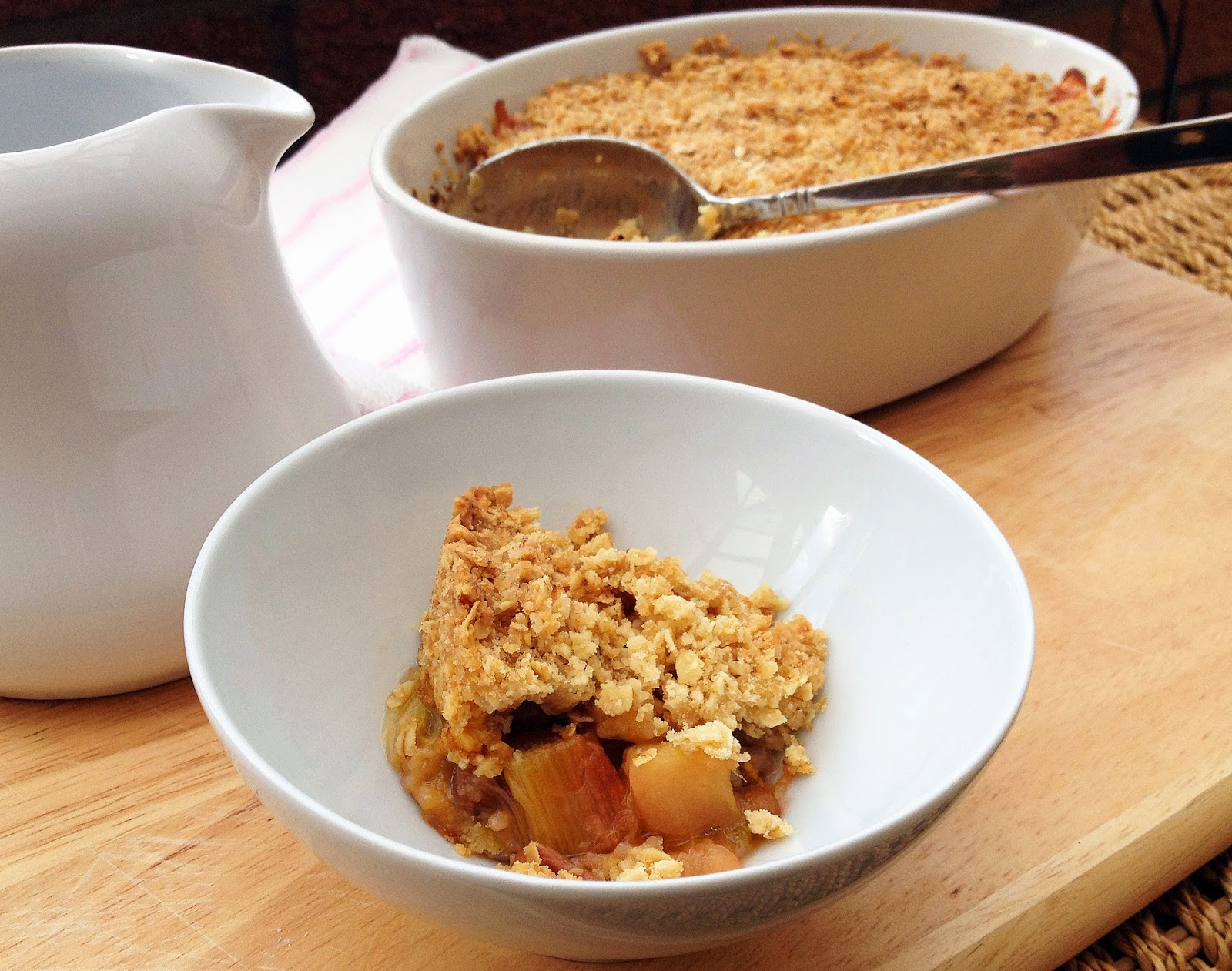 rhubarb apple and ginger crumble
