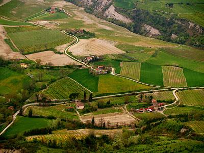 Borgo Tossignano: le campagne attorno alla vena del gesso