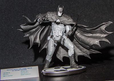 DC Collectibles Batman Black & White Statue - Rafael Grampa