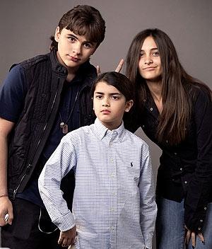 Hijos de Michael Jackson posando