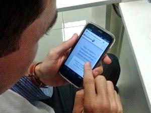 Aplicativo facilita acesso à informação (Foto: Anderson Barbosa/G1)