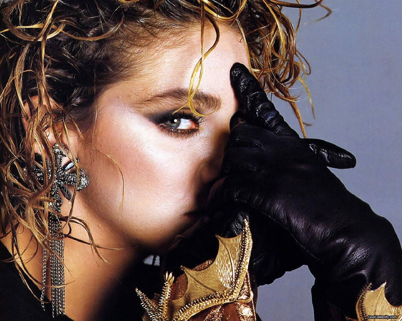 http://2.bp.blogspot.com/-iLWDmbB51xE/TV8rl4P960I/AAAAAAAACaw/VUO1DImIMzA/s1600/Madonna+Hot+Wallpaper.jpg