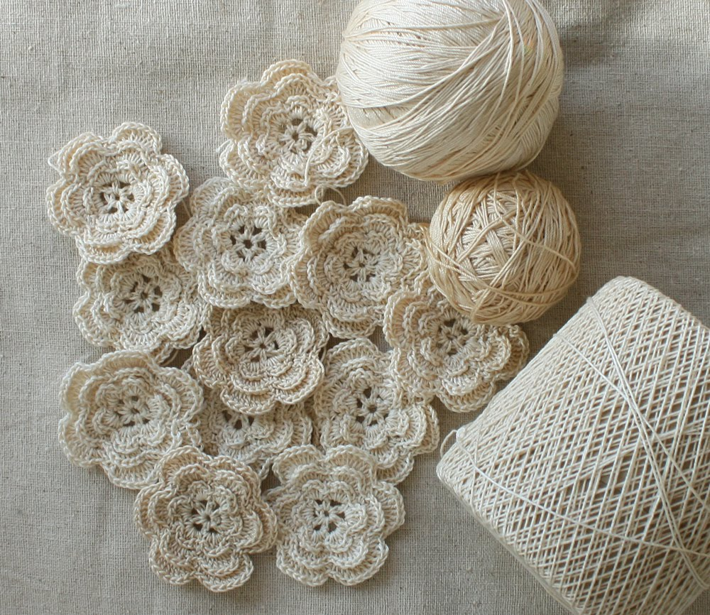 Crochet flower pattern - simple and effective.