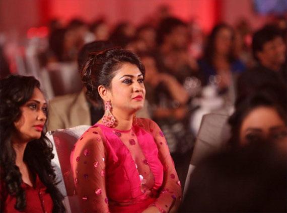 Ruwangi Rathnayake on 10th anniversary of Derana