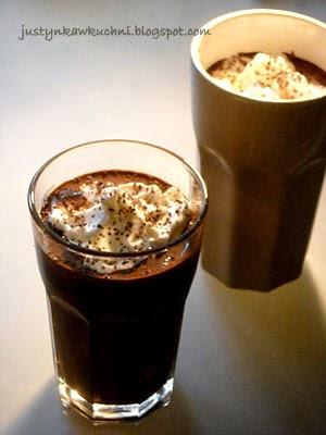 czekolada, Słodkości z czekolady, mus czekoladowy, la mouse au chocolat, Francuska kuchnia, deser, mocno, amaretto, likier,