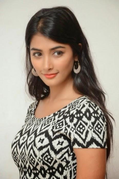Pooja Hegde Latest Sizzling Stills