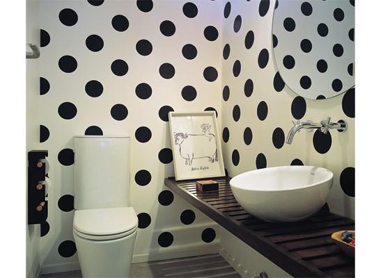 Con poco presupesto se puede empapelar un toilette - Empapelar azulejos cocina ...