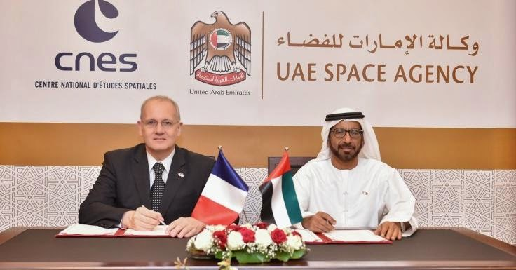HE Khalifa Mohammed Al Rumaithi, chairman of the UAE Space Agency and Jean-Yves Le Gall, president of CNES, signing the memorandum (UAE Space Agency)