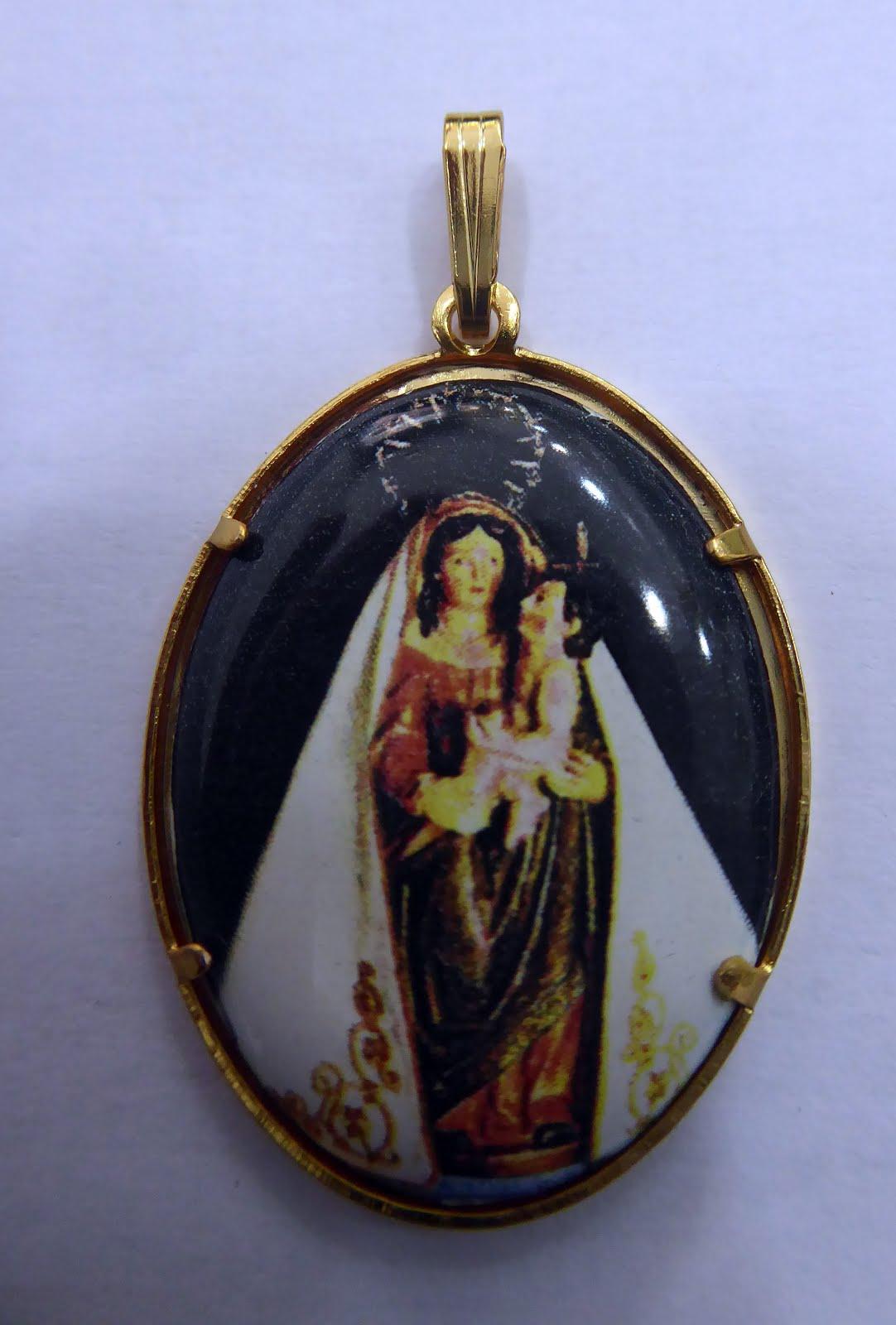 Medalla esmaltada a color de la Virgen de las Nieves